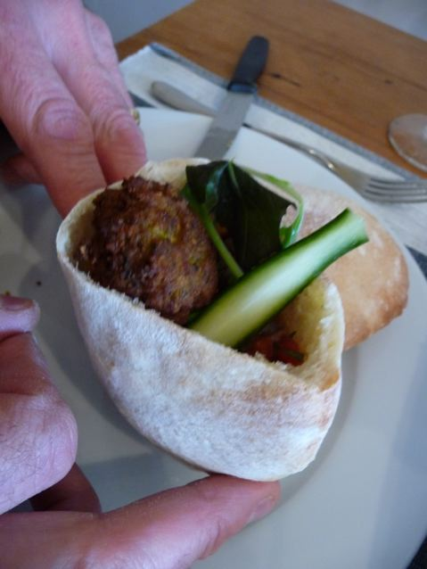 Pitta falafel pocket supper